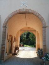 courtyard archway with Ven Ven, the chateau chat